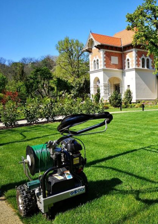 Kicsiny kastély Budapesten, gyönyörű kerttel és zöld pázsittal - Husqvarna Automower telepítés